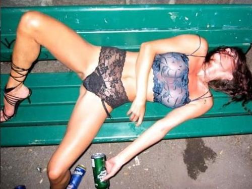 【泥酔女】童貞は見てはいけない女の本性画像集(24枚)