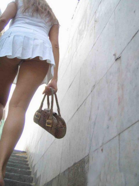 【盗撮】ミニスカで階段上ってる女って挑発してるのかな???(23枚)・16枚目