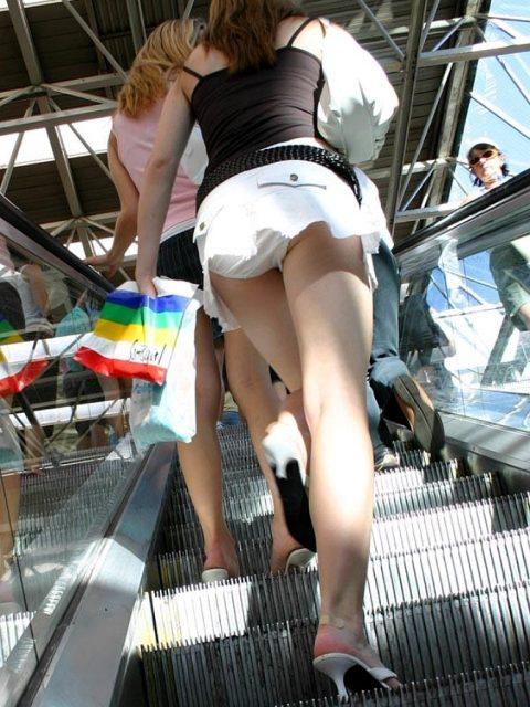 【盗撮】ミニスカで階段上ってる女って挑発してるのかな???(23枚)・17枚目