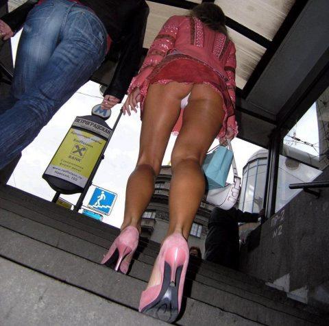 【盗撮】ミニスカで階段上ってる女って挑発してるのかな???(23枚)・18枚目