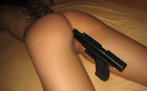 とりあえず拳銃持ったらやってみたいことがコレwwwwwwwwwww(画像25枚)・19枚目