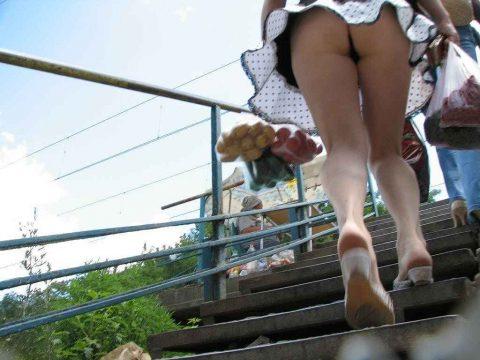【盗撮】ミニスカで階段上ってる女って挑発してるのかな???(23枚)・7枚目