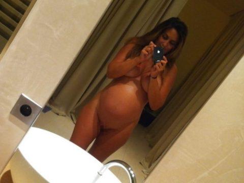 【画像26枚】妊婦が全裸自撮りするのは分かるけどなんでうpしちゃうの???・1枚目