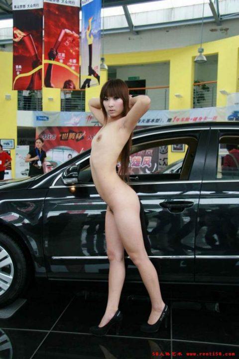 【画像25枚】中国モーターショーでコンパニオンのセクシー合戦の末路がこちら・・・・1枚目