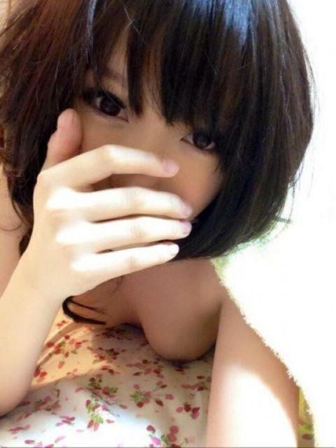 AV女優がSNSにアップしてるエロ写メ→この前後にヤってると思うと興奮する件(33枚)・9枚目