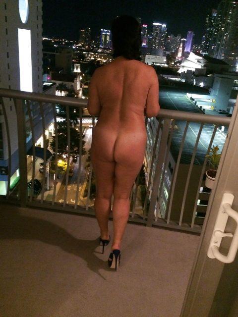 【露出狂】全裸でバルコニーに出たがる女wwwwwwwwwwww(29枚)・11枚目