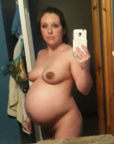 【画像26枚】妊婦が全裸自撮りするのは分かるけどなんでうpしちゃうの???・12枚目