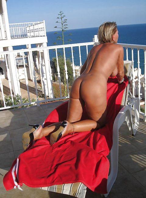 【露出狂】全裸でバルコニーに出たがる女wwwwwwwwwwww(29枚)・14枚目