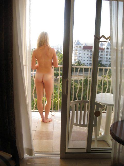 【露出狂】全裸でバルコニーに出たがる女wwwwwwwwwwww(29枚)・15枚目