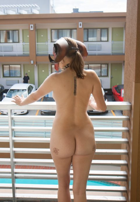 【露出狂】全裸でバルコニーに出たがる女wwwwwwwwwwww(29枚)・16枚目