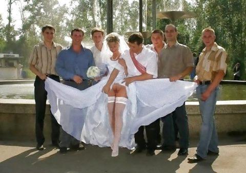 【素人】神父「では、誓いの口づけをマンコに…」、ハメ外し過ぎな花嫁画像集(25枚)・16枚目