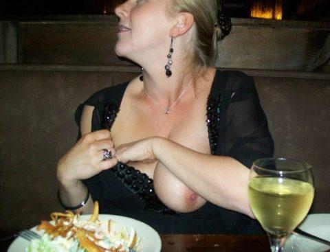 「食欲と性欲、どっちを満たす?」と言いたげな店内露出画像集(30枚)・17枚目