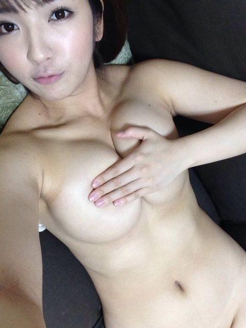 AV女優がSNSにアップしてるエロ写メ→この前後にヤってると思うと興奮する件(33枚)・16枚目