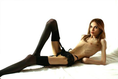 【ヌード】骨格標本みたいな女wwwwwwwwwwwwww(画像28枚)・18枚目