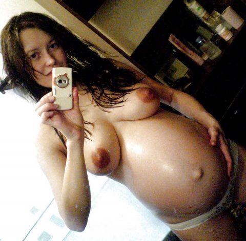 【画像26枚】妊婦が全裸自撮りするのは分かるけどなんでうpしちゃうの???・2枚目