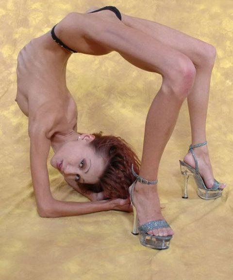 【ヌード】骨格標本みたいな女wwwwwwwwwwwwww(画像28枚)・22枚目