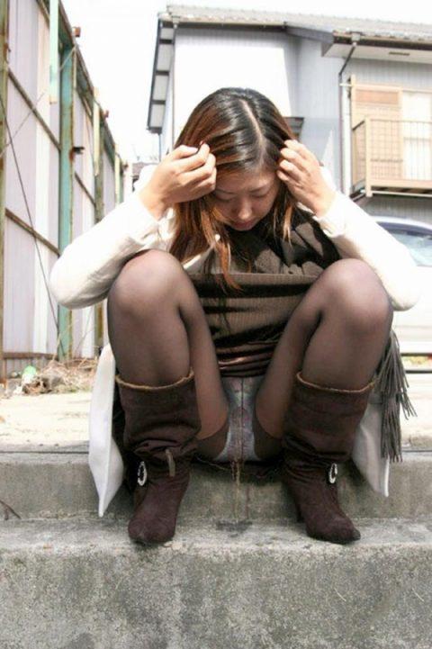 パンツ穿いたままお漏らししてる女の子を静止画で見るのもまた乙な件(26枚)・21枚目