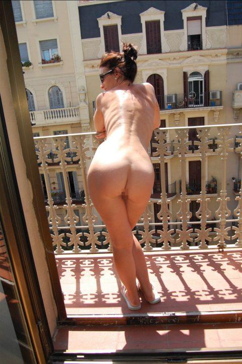 【露出狂】全裸でバルコニーに出たがる女wwwwwwwwwwww(29枚)・24枚目
