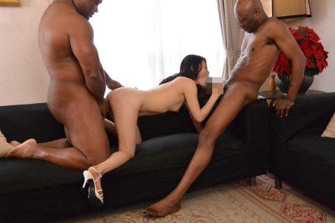 【画像30枚】黒人と日本人女のセックスがレイプにしか見えない件wwwwwwwwwwww・25枚目