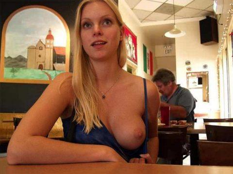 「食欲と性欲、どっちを満たす?」と言いたげな店内露出画像集(30枚)・26枚目