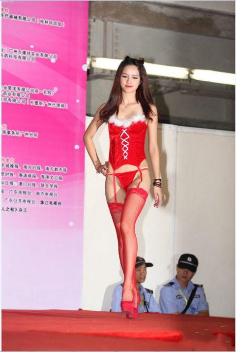 【驚愕】中国の下着ファッションショー、意図的にハミマンしてるとしか・・・(画像24枚)・3枚目