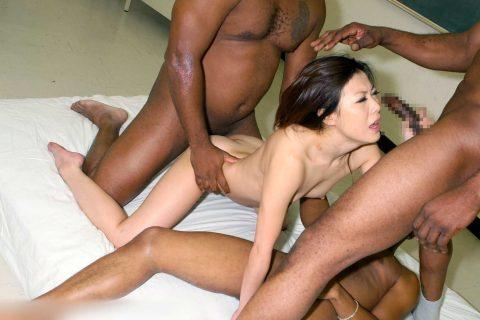 【画像30枚】黒人と日本人女のセックスがレイプにしか見えない件wwwwwwwwwwww・3枚目