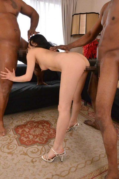 【画像30枚】黒人と日本人女のセックスがレイプにしか見えない件wwwwwwwwwwww・4枚目