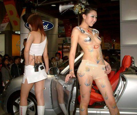 【画像25枚】中国モーターショーでコンパニオンのセクシー合戦の末路がこちら・・・・5枚目