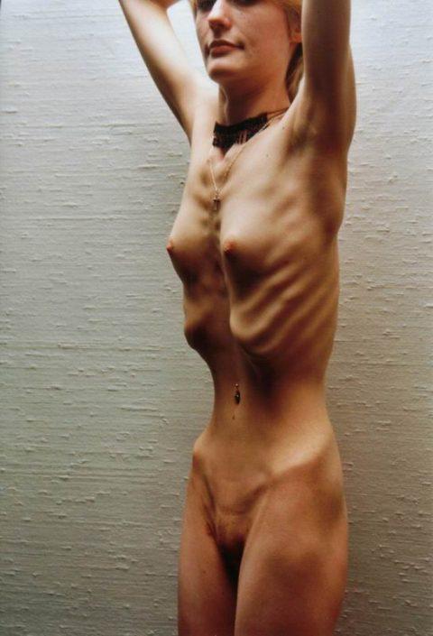 【ヌード】骨格標本みたいな女wwwwwwwwwwwwww(画像28枚)・6枚目