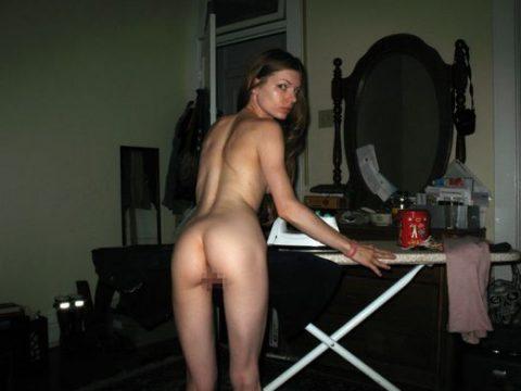 【※勃起注意】外国の裸族まんさん、全裸でも家事はキチンとこなす良妻賢母っぷりにワロタwwwwwwwwwww(画像30枚)