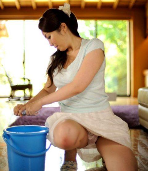 【画像あり】ミニスカで家事をする女の欲求不満度は異常wwwwwwwwwwwwww(画像あり)・5枚目