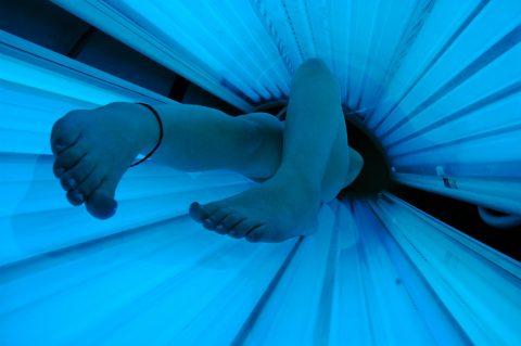 【画像27枚】日焼けマシンに入ってる女のコの様子を見てみたい奴ちょっとこいwwwwwwwwwwwwwwwww・11枚目