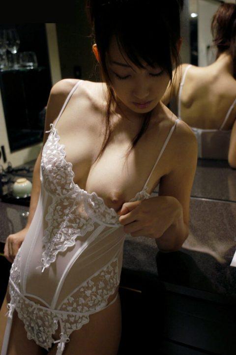 【大好き】ブラをめくって乳首を見せてくれる女wwwwwwwwwwwwwww(画像あり)・13枚目