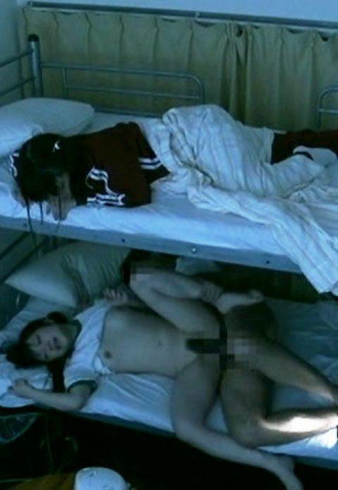 「妹がビッチすぎて毎晩二段ベッドの下でセックスして困ってます・・・」って画像ください(28枚)・24枚目