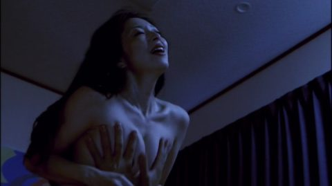 【画像】売れるためにおっぱいを揉まれた女性芸能人たち・・・(25枚)・15枚目