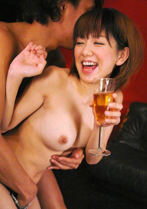 女は酔わせてハメるに限る!!!酒の席でハメられてる女たちの画像集(25枚)・15枚目