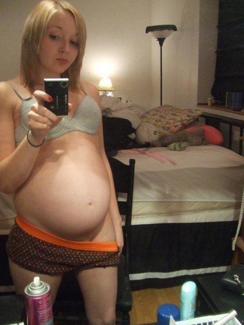 【謎】妊婦さん、自分の腹の大きさを確認するために全裸で自撮り→なぜ出回る?(画像26枚)・19枚目