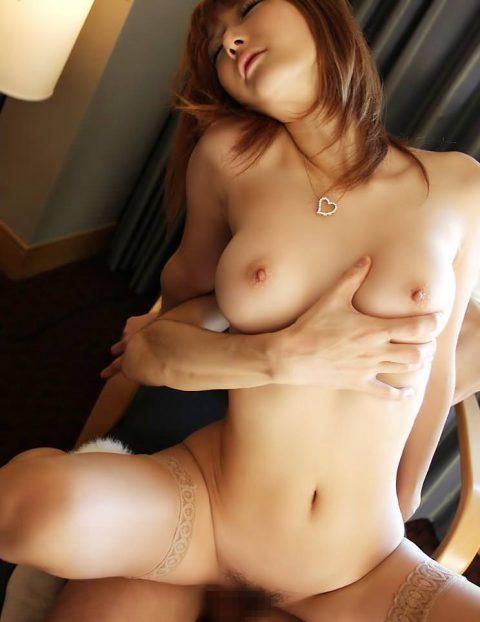 【背面騎上位】彼女が恥ずかしがって乱れてくれない→この体位がおすすめwwwwwwwww(画像30枚)・28枚目
