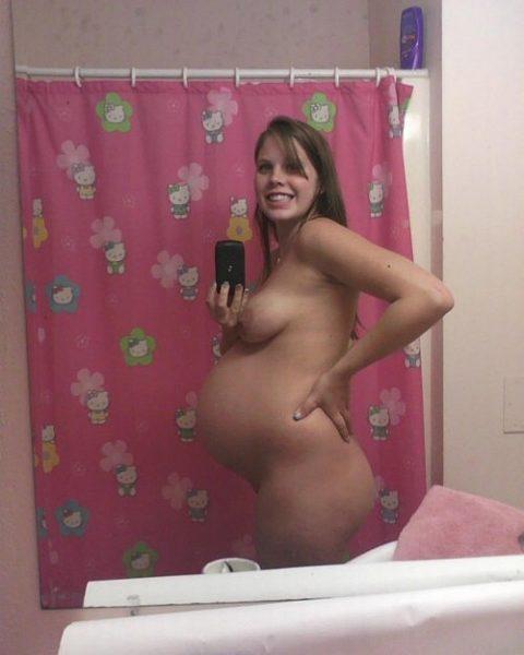 【謎】妊婦さん、自分の腹の大きさを確認するために全裸で自撮り→なぜ出回る?(画像26枚)・4枚目