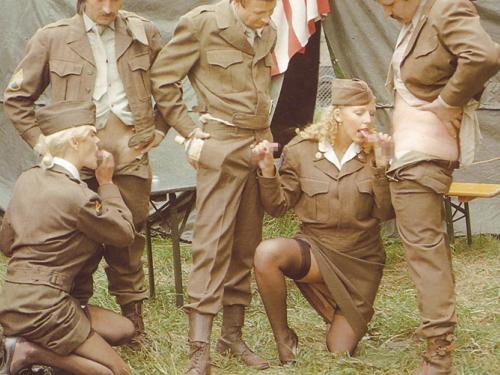 【画像24枚】女性兵士のもう一つの仕事がこちらwwwwwwwwwwwwww