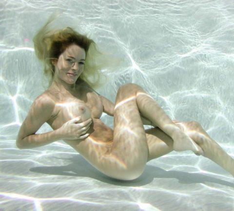 【水中ヌード】水の中で裸を撮ったらアートになるという不思議wwwwwwwwwwwwwww(画像31枚)・2枚目