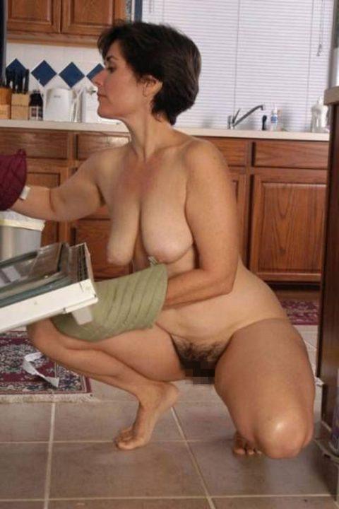 【家庭内エロ】嫁が裸族で困ってますwwwwwwwwwwwwwwww(画像30枚)・1枚目