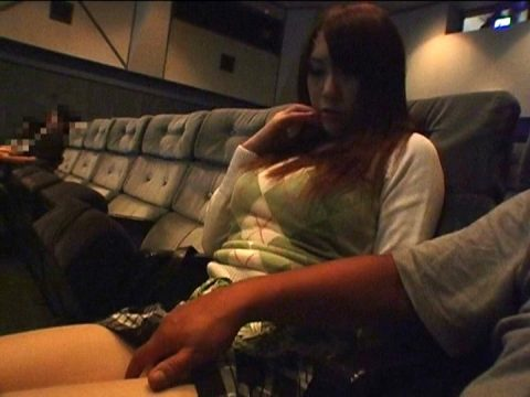 女が一人でポルノ映画館行くとこうなるwwwwwwwwww(画像あり)・1枚目