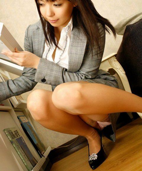オフィスで女子社員がモノを拾う瞬間が大好きな理由wwwwwwwwwwwww(画像あり)・1枚目