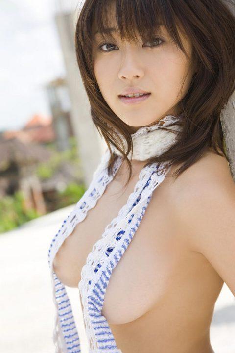 【画像27枚】この横乳美女の一人だけ揉めるとしたらどうするよ???・13枚目