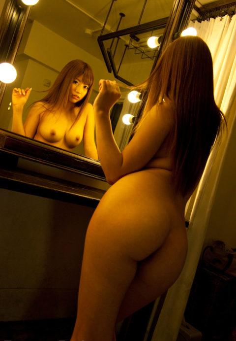 【それで?】鏡越しに女体を堪能してみるエロ画像集(30枚)・13枚目