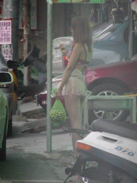 【台湾の裏の顔】「ビンロウ売り」のお姉さんたちの画像集(27枚)・18枚目