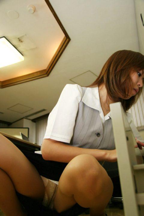 オフィスで女子社員がモノを拾う瞬間が大好きな理由wwwwwwwwwwwww(画像あり)・16枚目
