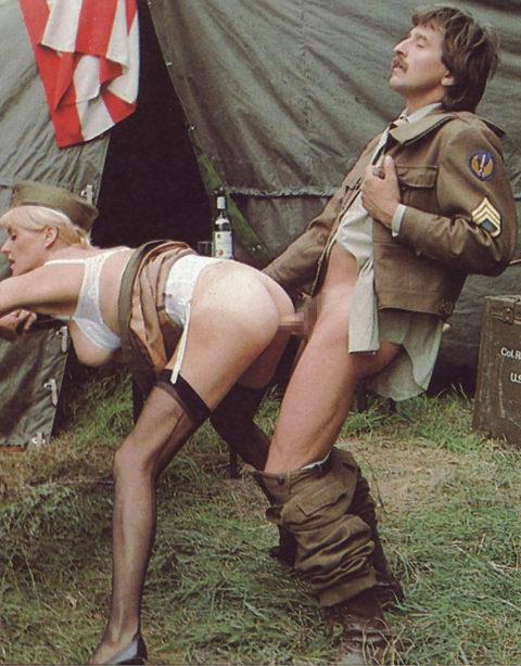【画像24枚】女性兵士のもう一つの仕事がこちらwwwwwwwwwwwwww・2枚目