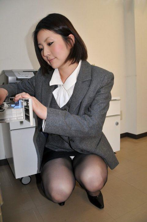 オフィスで女子社員がモノを拾う瞬間が大好きな理由wwwwwwwwwwwww(画像あり)・20枚目